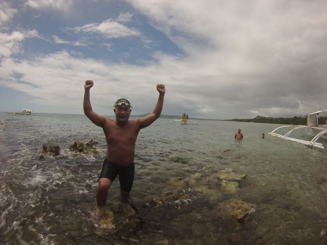 'Pinoy Aquaman' crosses Cebu Strait in a new feat