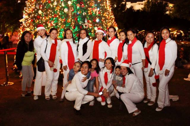Filipinos witness Christmas Tree Lighting in Irish Village