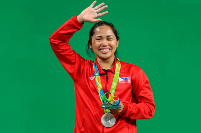 Female weightlifter wins silver for PH in Rio