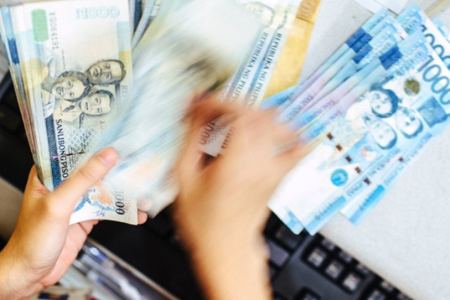 Experts weigh in: Will peso windfall benefit OFWs?