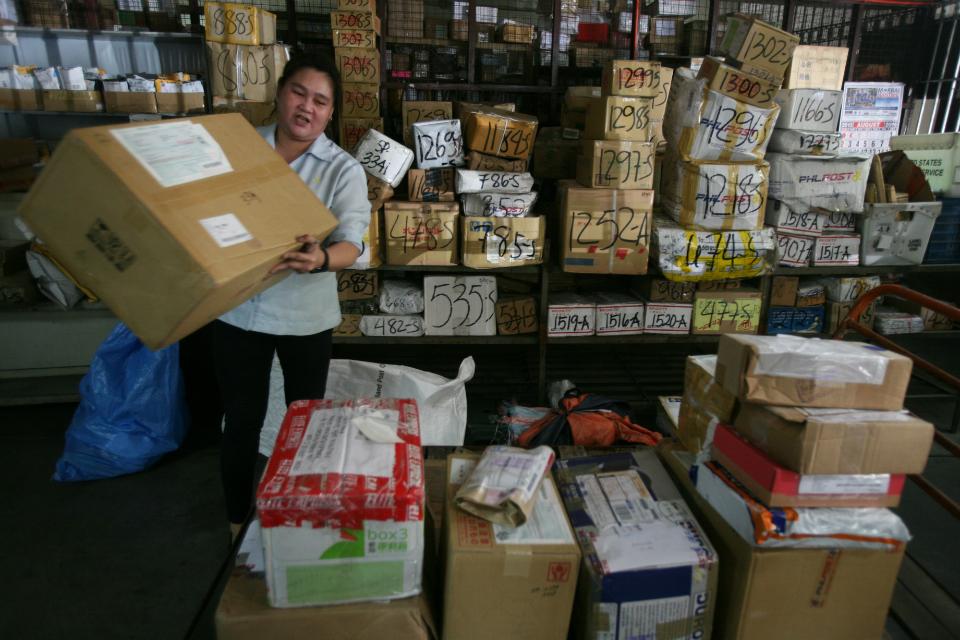 'Balikbayan boxes rush' begins