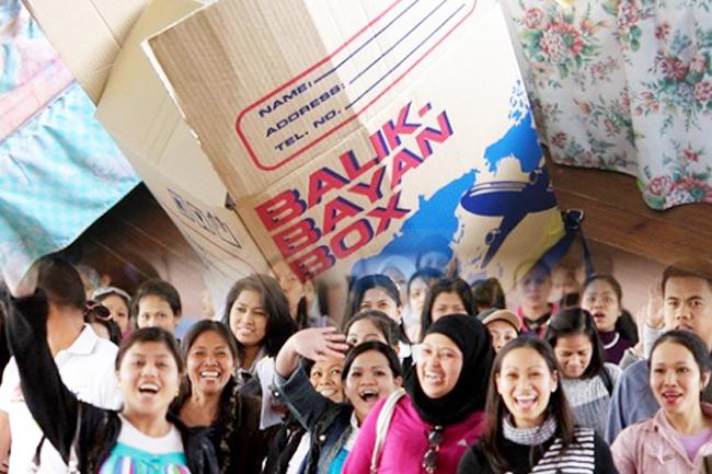 Report: Peso devaluation means bigger balikbayan boxes