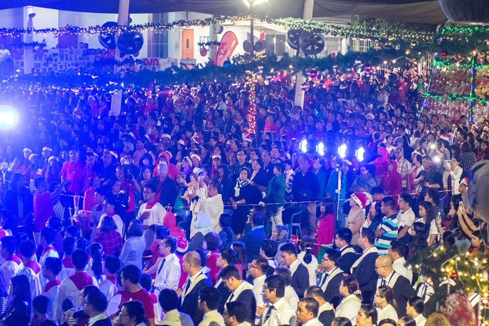 Thousands of Filipinos flock to St. Mary's for last Simbang Gabi
