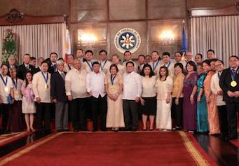 Duterte awards outstanding overseas Filipinos