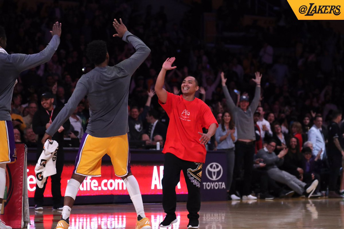 Filipino wins P4.7M after hitting halfcourt shot in Lakers game