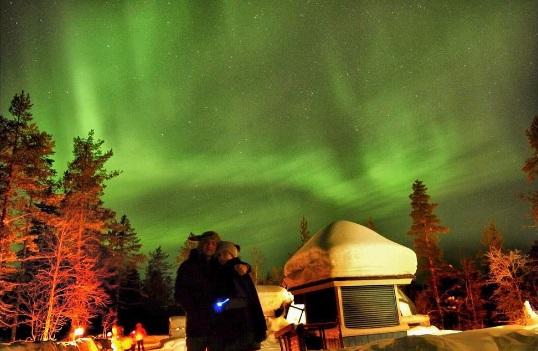Jennylyn Mercado and Dennis Trillo witness Aurora Borealis in Finland