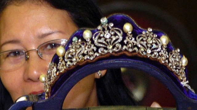 PH govt to place Imelda's jewelry to auction