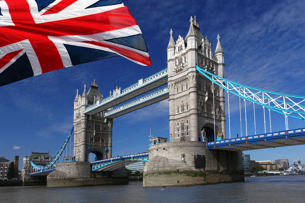 748K positions stay unfilled; expat number drops in UK