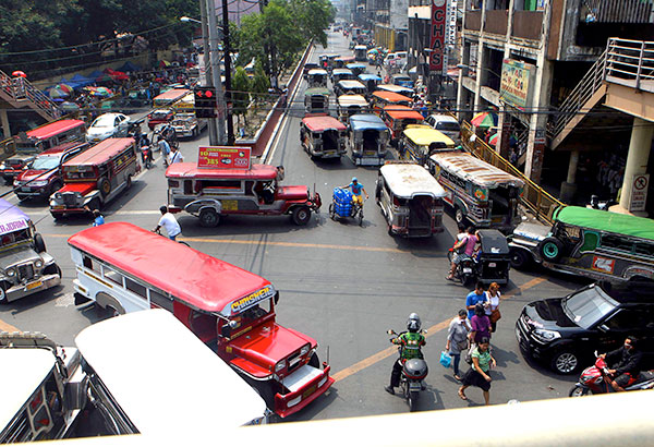 Erap to get rid of illegally parked vehicles in Manila