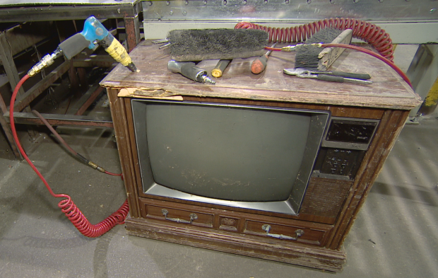 Thousands of cash found inside an 'antic' TV set