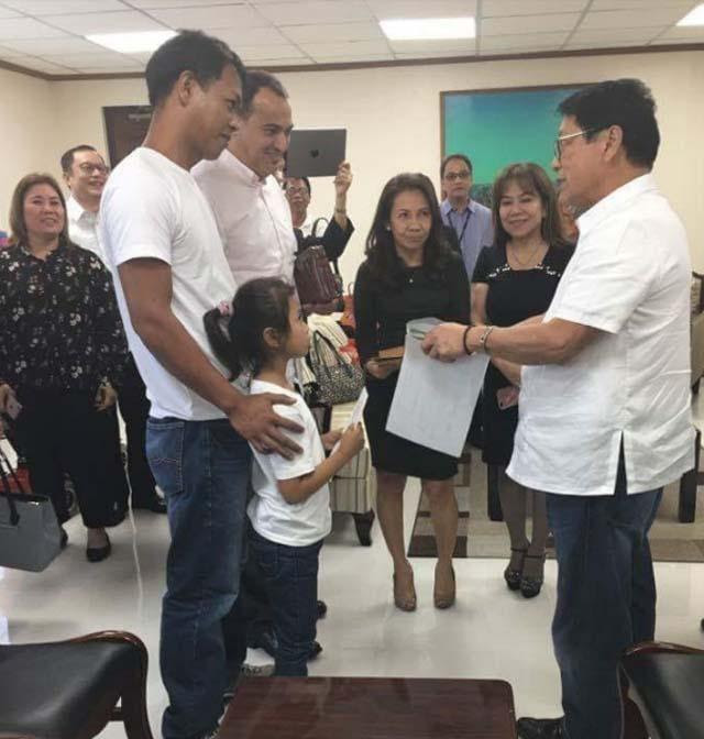 Family of OFW beaten to death receives financial help