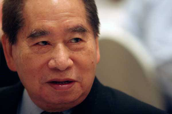 Henry Sy Sr. passes away at 94