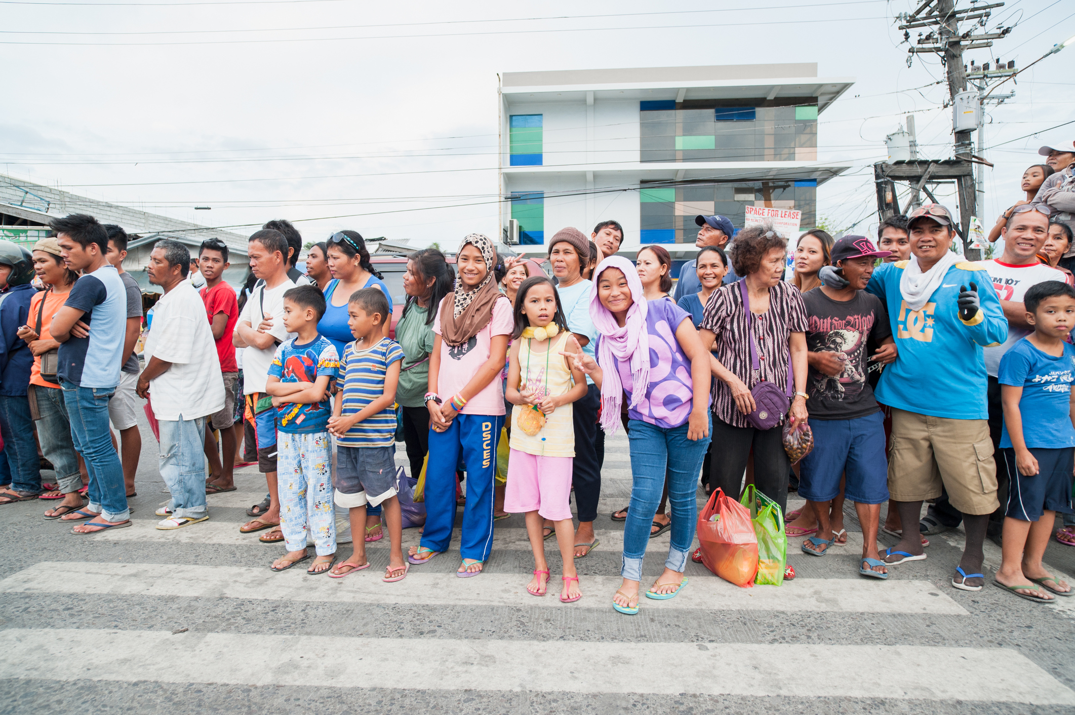 4 out of 10 Filipinos working abroad are from Luzon