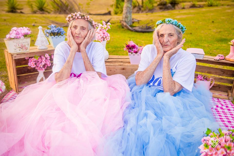 Twins in heart-warming poses during 100th birthday celebration