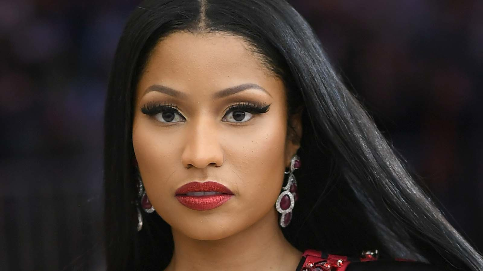 Nicki Minaj goes on money-giving spree, pays for fans' tuition