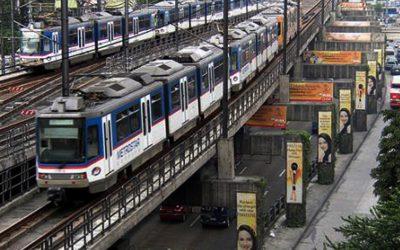 MRT commuters endure few, slow trains
