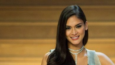 Photo of Pia Wurtzbach congratulates Maureen Wroblewitz