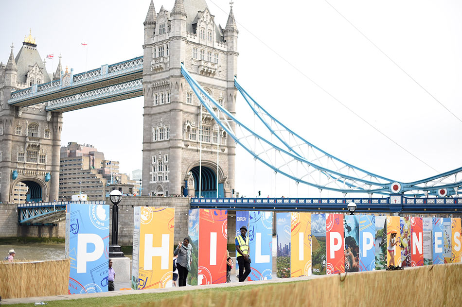 Pinoys in london beat the drum for ph tourism the for Bureau tagalog