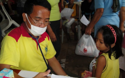 Filipino doctor to the barrios serves for free in Mindanao