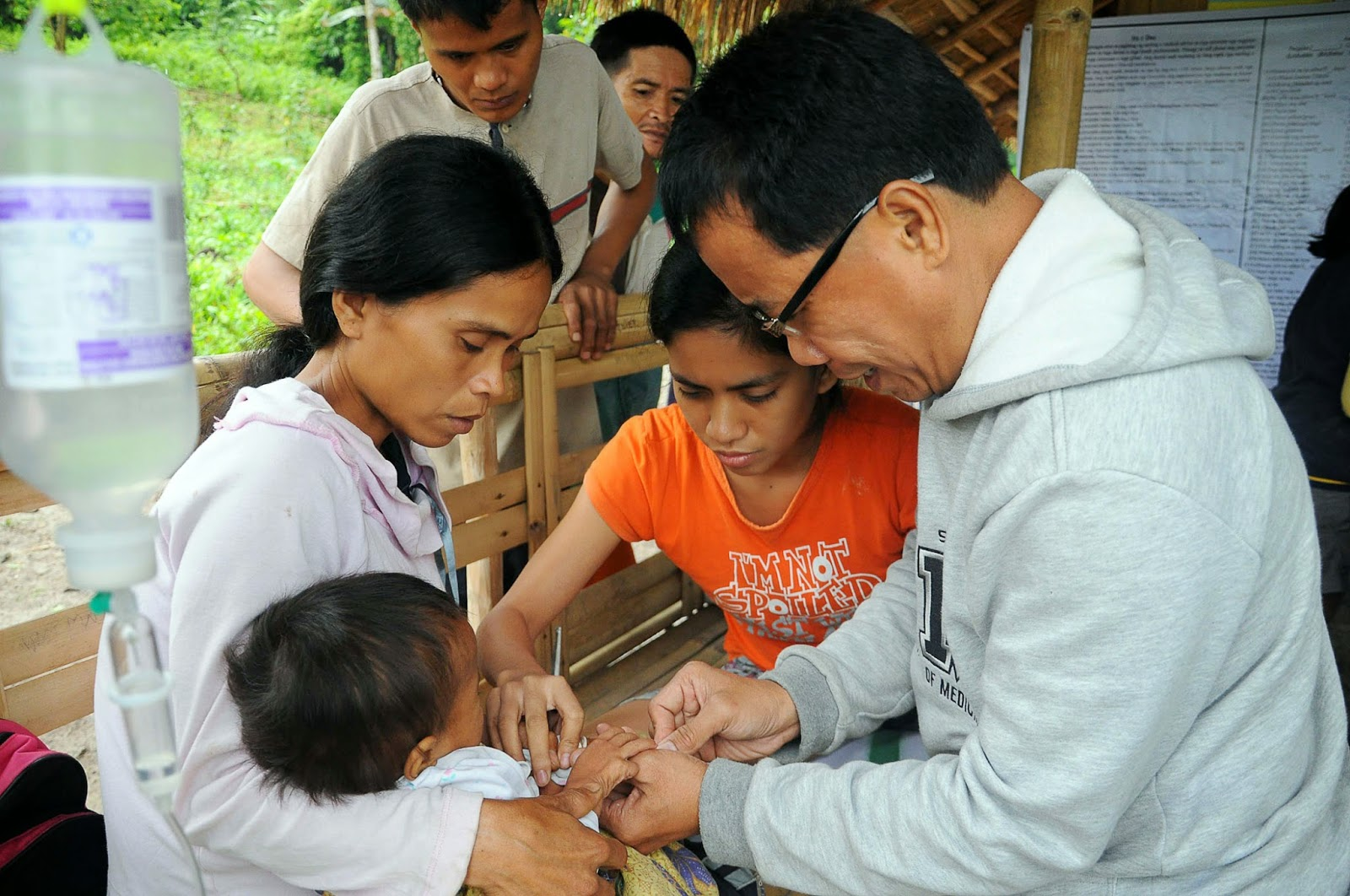 Filipino doctor to the barrios serves for free in Mindanao ...