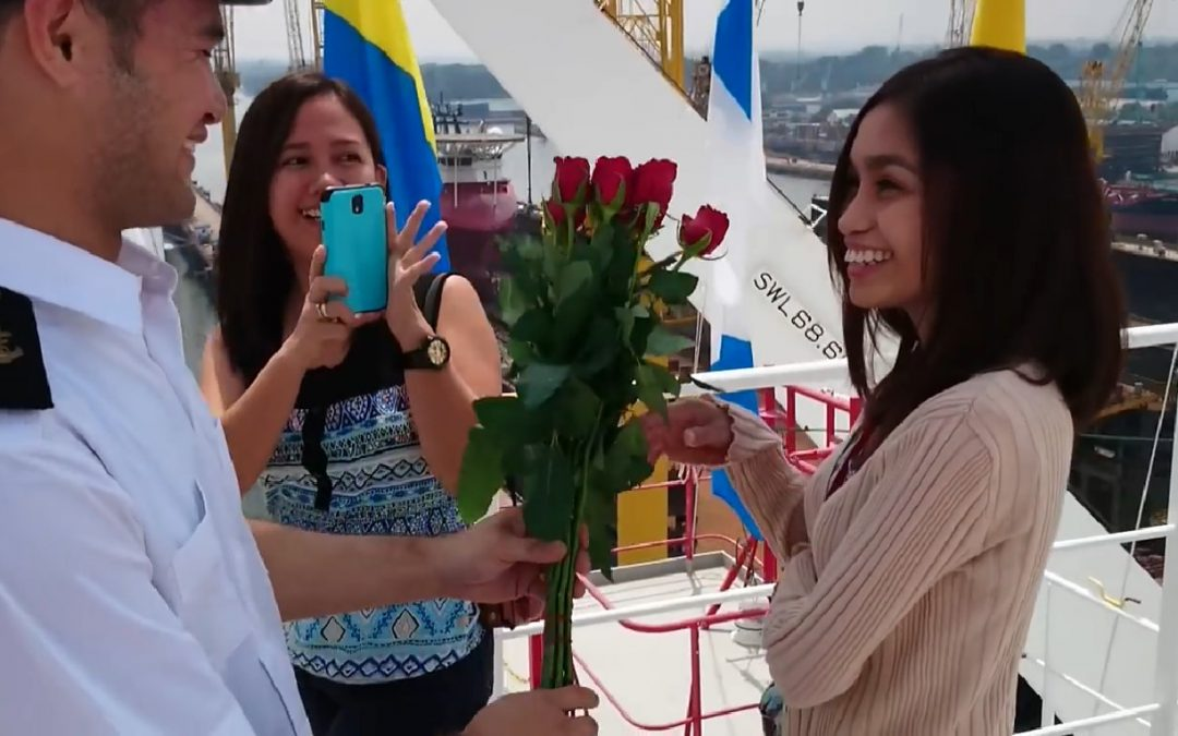 Pinoy seafarer proposes wedding to his girlfriend at dry dock