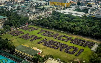 LOOK: UST vies world record for largest human sentence