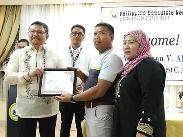 PH consulate honors OFW who rescued disabled Arab