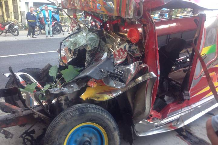 Christmas Jeepney.20 Died After Jeepney Crashes Bus Early Christmas The