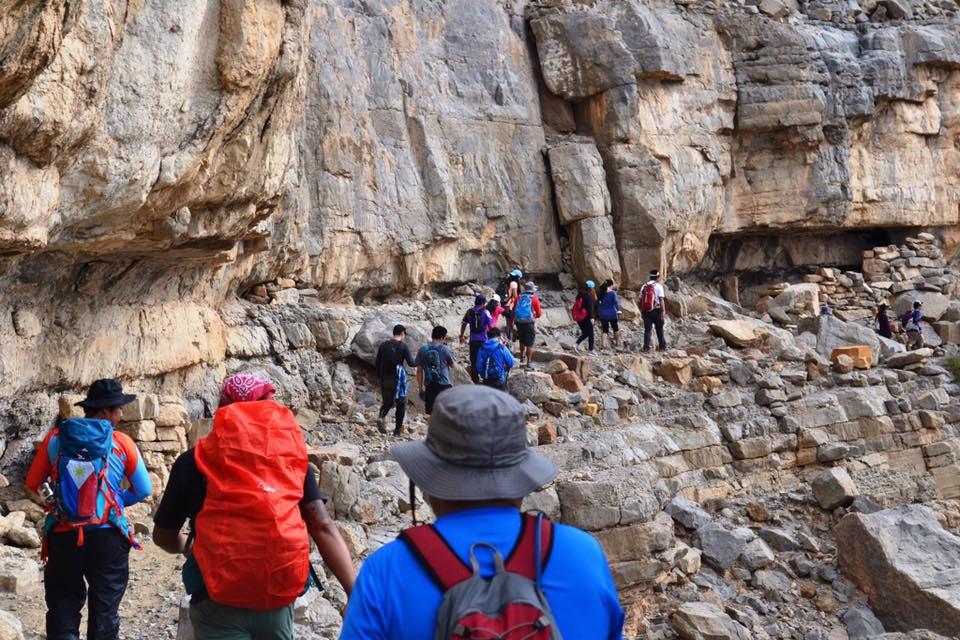Pinoy mountaineers scale RAK's Al Far Wadi