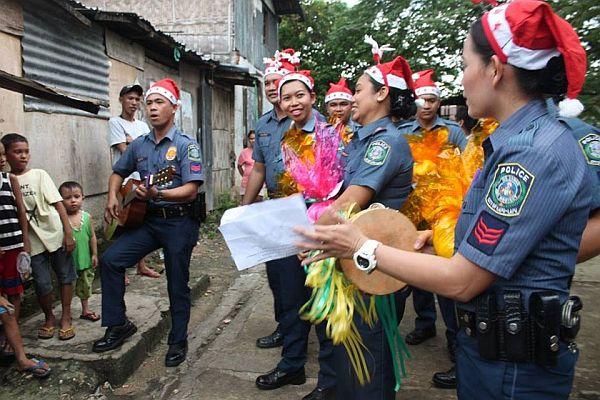 'Santa Cops' perform Christmas carols, give gifts