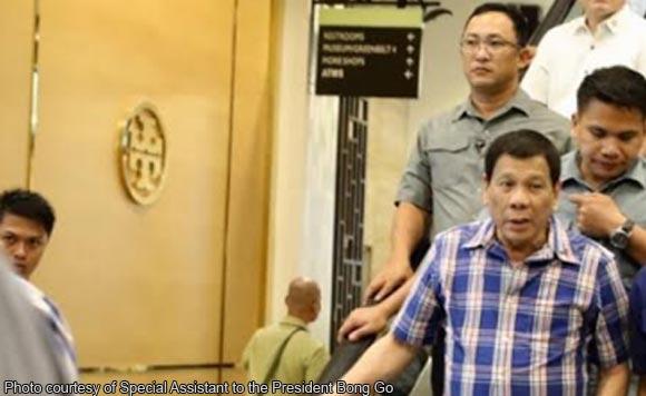 President Duterte out for a new bag, unwinds at Greenbelt