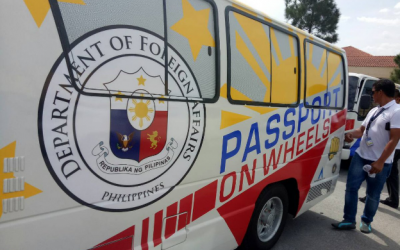 Thousands troop to 'Passport-on-wheels'; results in commotion