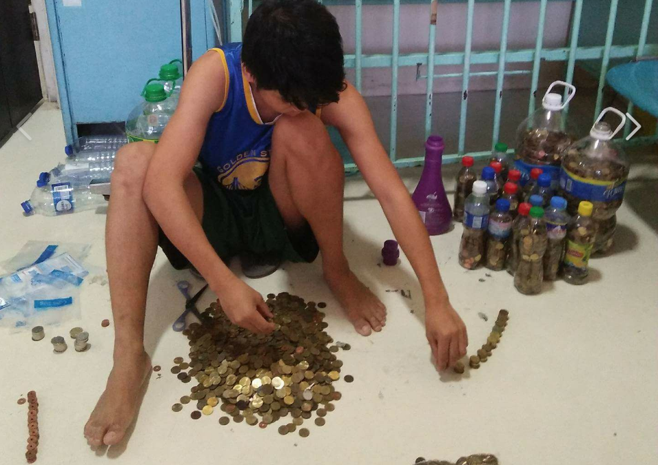 Filipino father collects coins to fund daughter's liver transplant