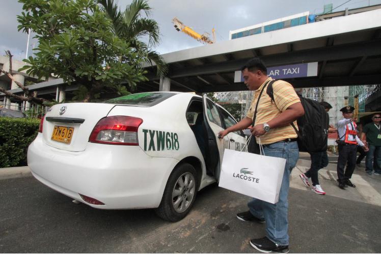 MIAA mulls ban of 'white taxis' at NAIA