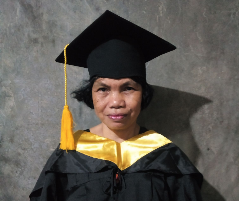 Pinay mom dons her son\'s graduation cap, gown - The Filipino Times
