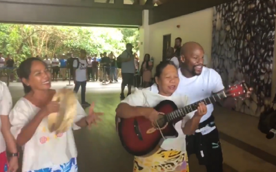 WATCH: Mayweather arrives in El Nido, interacts with locals