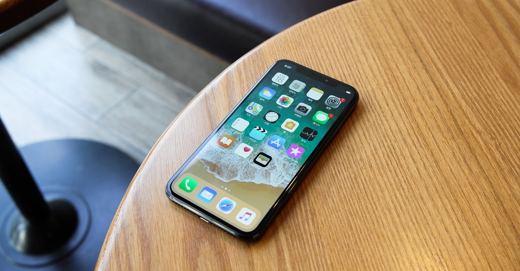 Solon accuses labor undersecretary of stealing his iPhone X
