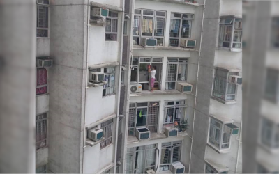 LOOK: Domestic helper cleaning windows on ledge of 24th floor of building