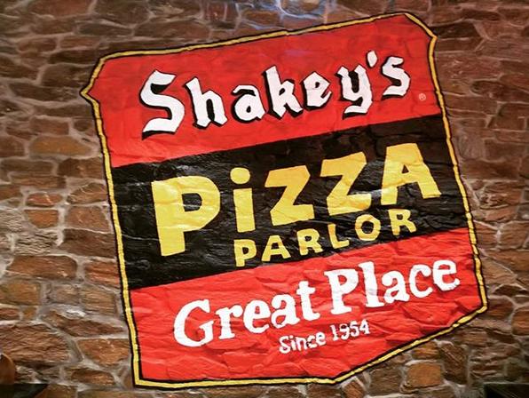 Shakey's signature mojos, thin crust pizza come to Dubai