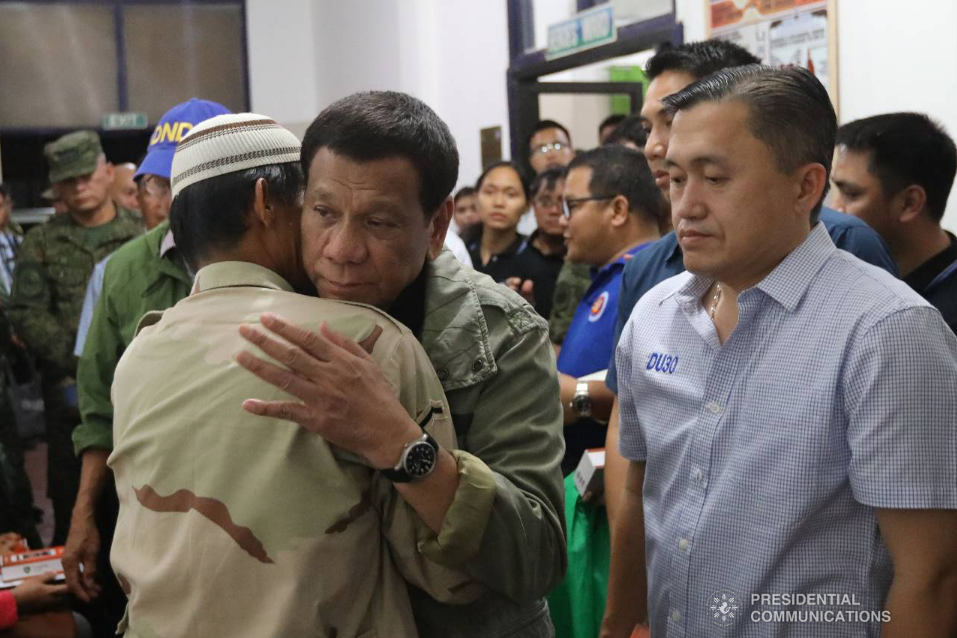 Duterte honors wounded soldiers of Basilan bombing