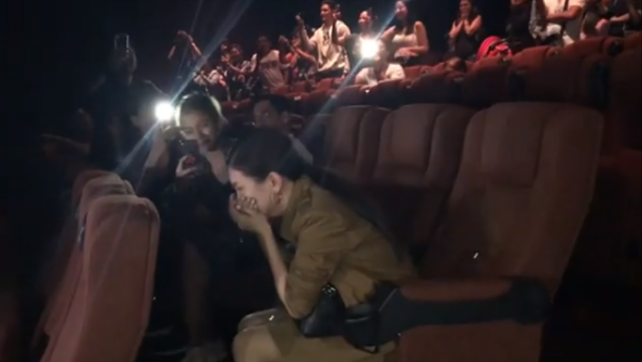 Pinay actress gets unexpected surprise in a cinema