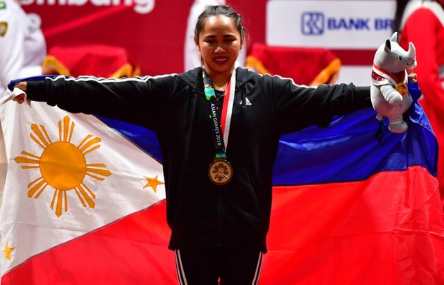 How much is Hidilyn Diaz' cash prize at Asian Games?