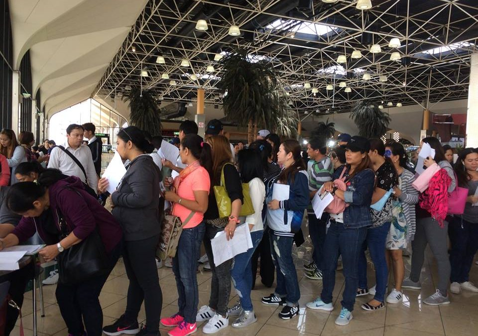 First batch of Pinoy overstayers in UAE nakabalik na ng Pilipinas