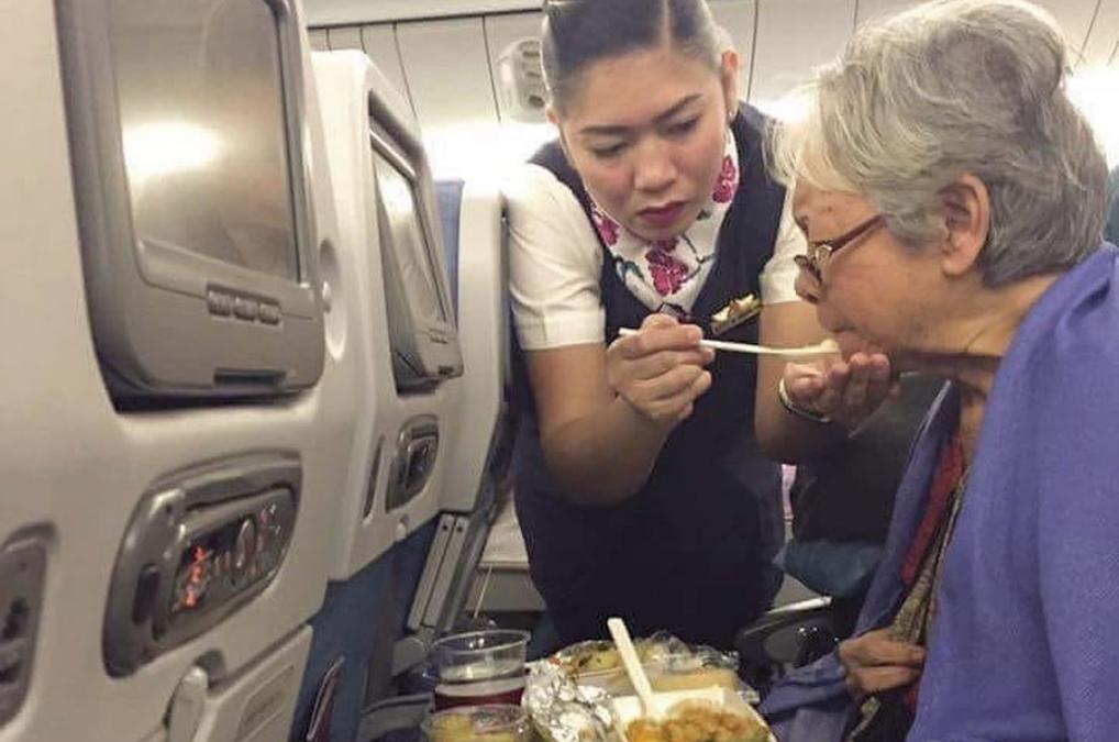PAL flight attendant earns praise for her compassion towards elderly passenger