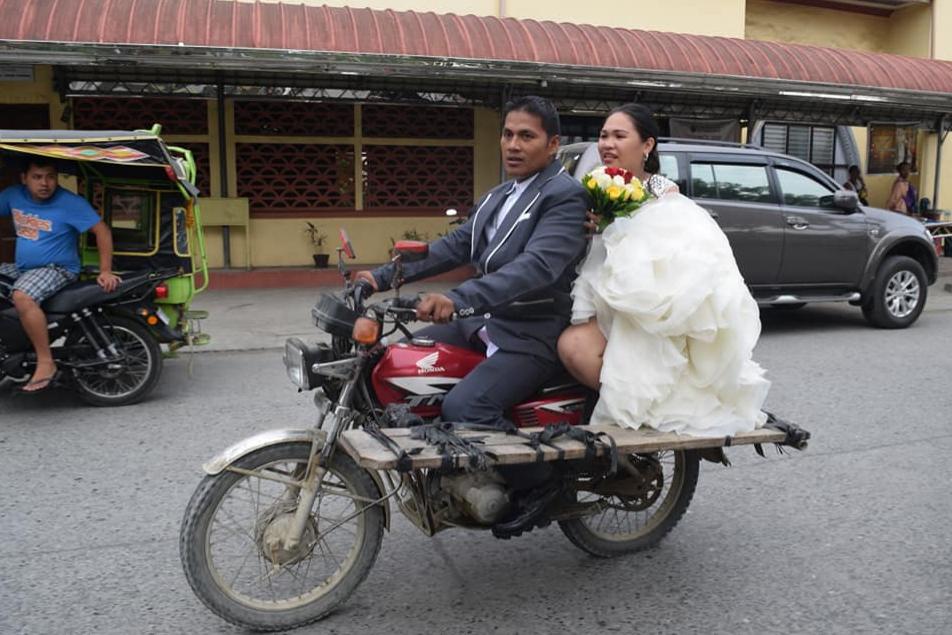 "VIRAL: Newlywed spotted on board ""bridal motorcycle"""