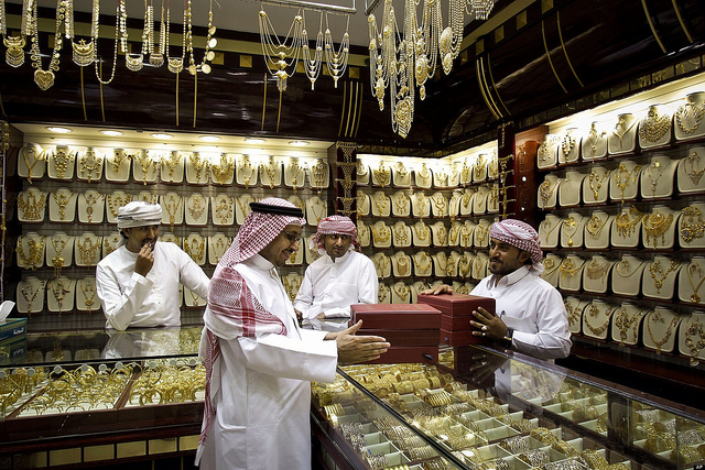 Prices of gold drop further in UAE