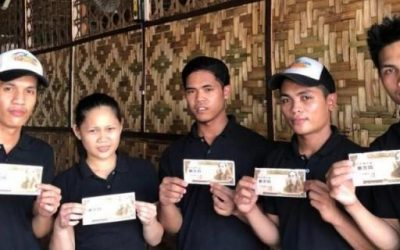 Japanese gives out cash in PH to make amends for her grandpa's involvement in WW2