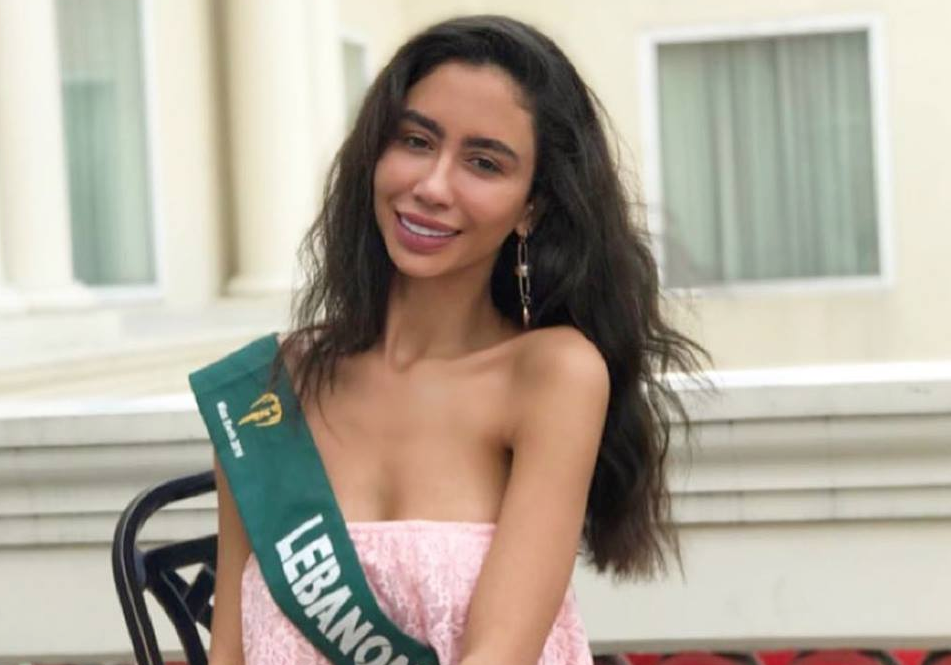 Miss Earth candidate loses title after selfie in PH