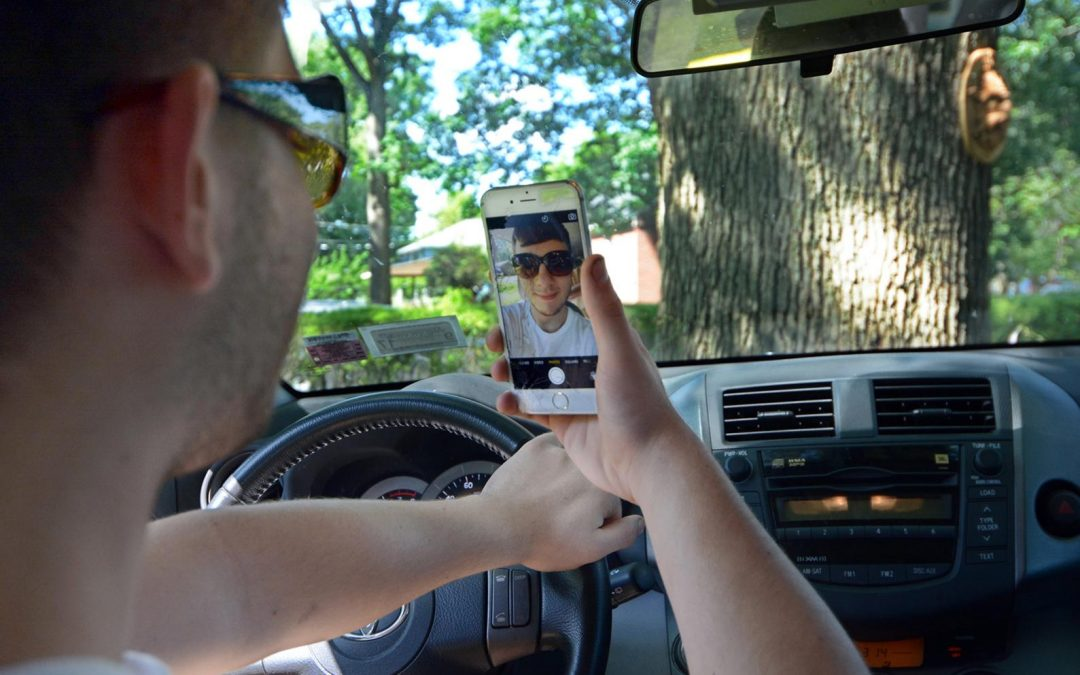 Dh800 fine, 4 black points for taking a selfie while driving
