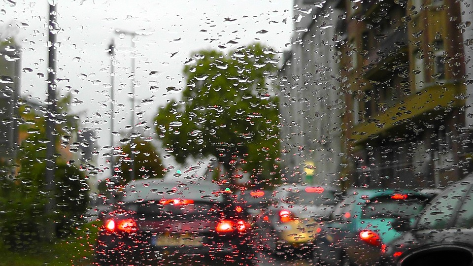 UAE police remind motorists not to take videos of rain while on road